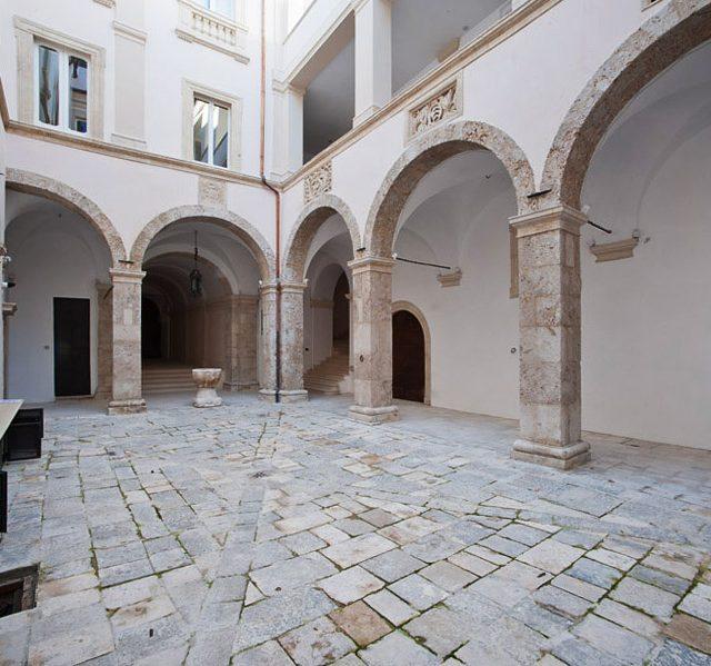 L'Aquila. Palazzo Di Paola.